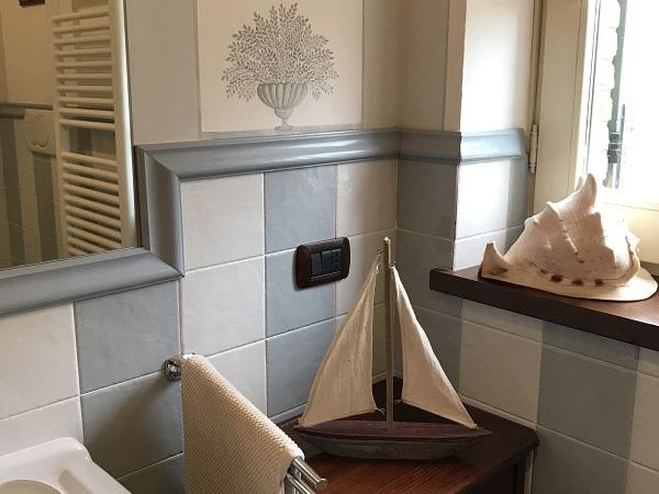 Bagno camera azzurra frantoiana