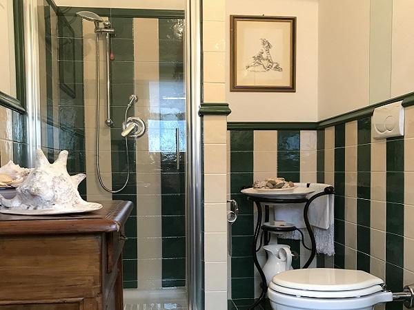 Bagno camera verde leccina
