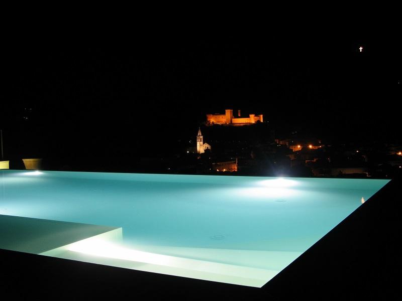 Panorama notturno da piscina agriturismo Spoleto