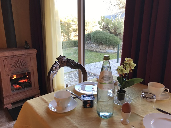 Sala pranzo con vista Agriturismo Collerisana Spoleto